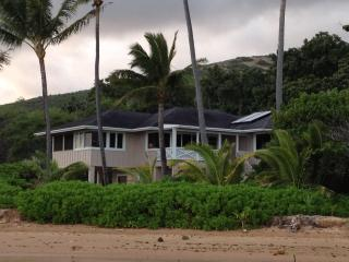 A true Gem on Molokai's East End, Private,Great Views of Maui right on the water