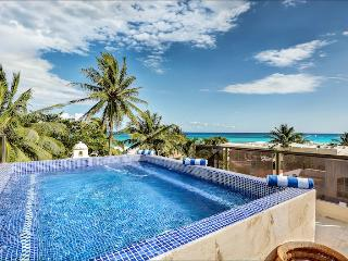 Casa Nikki - 5M from the Beach Private Estate with Two Pools!, Playa del Carmen