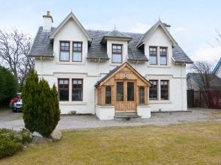 GLENCANISP, detached family cottage with en-suite, stoves, sun rooms, garden, in