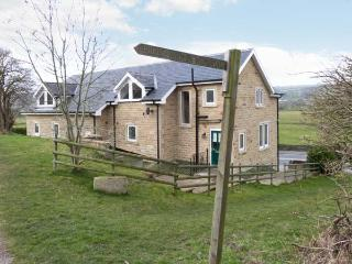 CRAVEN FORGE, wing of the owner's home, modern accommodation, shared use of gym, near walks and Skiption, Ref 905978
