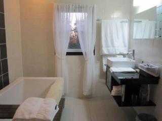 Luxury Bathroom (inc seperate shower)