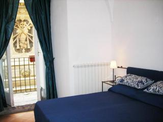 Three Bedroom Apartment in the Historical centre, Nápoles