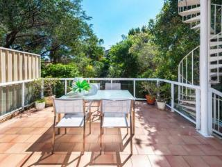 Spacious semi 500m to surf + parking, Bondi