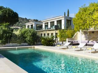 Pet-Friendly, Modern Villa in l'Escalet, 5 Bedrooms, Sleeps 10- St Tropez, St-Tropez