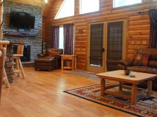 Amazing cabin great room in the Yatesville Lake Cabin Rental