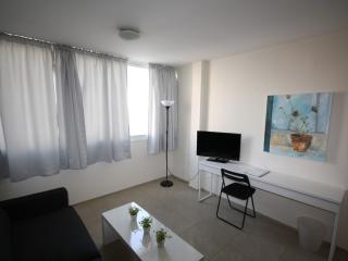 SEABREEZE 2 - 2BR Beach Apartment Tel Aviv Port