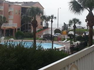 Wonderful 1st Flr Condo w/Amazing Gulf & Pool View, Galveston