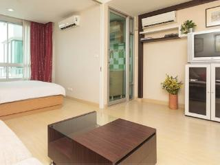 42 Sqm Near River & Bts, Swiming Pool, Wifi, Bangcoc