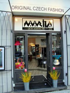 boutique NAVARILA is in the same house on the ground floor, functions as a reception