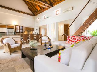 Spacious 3 Bedroom Apartment in Old Town, Cartagena