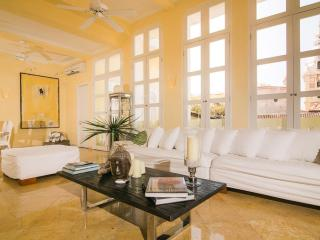 Stunning 3 Bedroom House in Old Town, Cartagena