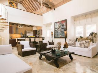 Bright 5 Bedroom Home in Old Town, Cartagena