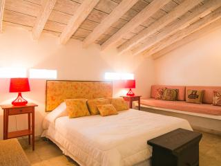 Awesome 1 Bedroom Home in the Heart of Old Town, Cartagena