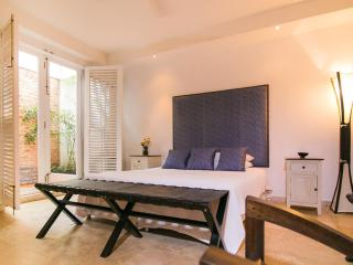 Great 1 Bedroom Apartment in the Heart of Old Town, Cartagena