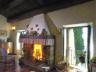 Indipendent farmhouse with a breathtaking view over river Paglia's valley.