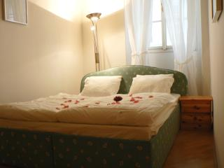 Historical Town Apartment - Below Prague Castle!, Praga