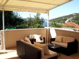 Stunning two bedroom apt with terrace & sea views, Dubrovnik