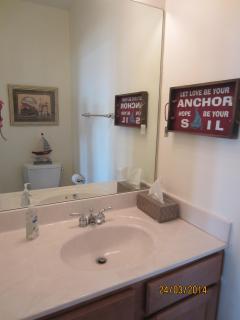 Convenient 1/2 Bath