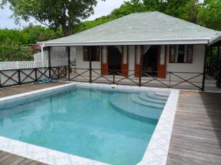 Self-contained 1-bed apartment with pool access, Bequia