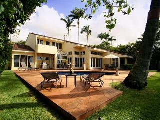 Elegant Beachfront Oasis, your home away from home, Honolulu