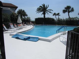 Oceanfront 3 bedroom Condo on Longboat Key- Available in Summer ONLY
