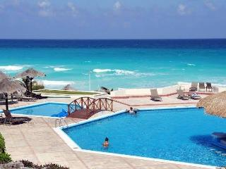 Beatiful beach! Super pull direct   to the Beach  familiar secure excelente locación and good price!
