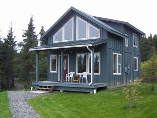 The Highliner House cabin overlooking Kachemak Bay in Homer, Alaska