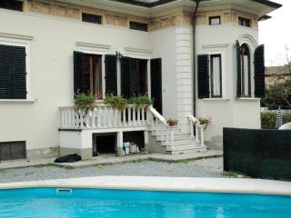 Villa with heated pool near Lucca sleeps 8 +1 kid