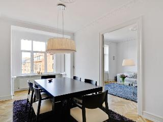 Amazing bright Copenhagen apartment near Noerrebro st., Copenhague