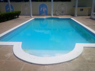 Ocho Rios Chill & Relax - 1 BR Duplex w/2 Full Baths FREE Parking/WiFi/Cable