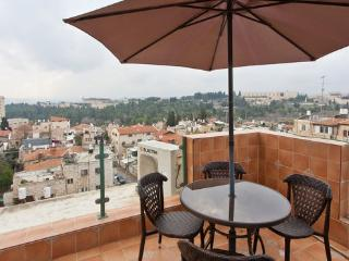 Spectacular Views! Lots of Light! Guest House!, Jerusalem