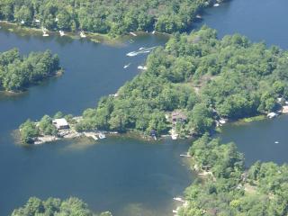 Stunning Island Cottage on Six Mile Lake