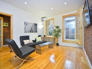 *DYLAN* 1 Bedroom with Spacious Private Terrace, New York City
