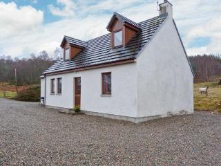 BALNABODACH, pet-friendly cottage with great views, garden, loch fishing
