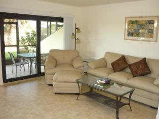 Fresh updated & renovated crisp 2 bedroom 2 bath vacation place in quiet locatio