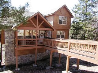 Whispering Woods Lodge-2 bedroom, 2 bath lodge located at Stonebridge Resort, Branson West