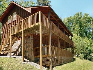 Huge 7 Bedroom Private Group-Friendly Cabin Close to Downtown Gatlinburg