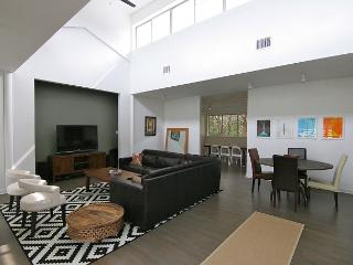 Stratford Woods - 5BR/5BA - West Central Austin with Pool! - Near Downtown
