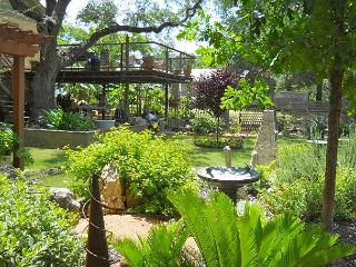 Garden Hide Away - 2BR/1BA Quiet Rental - Gorgeous Gardens, Great Value, Austin