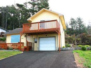 179 COTTAGE BY THE SEA - A charming place with ocean view, deck and WiFi., Lincoln City