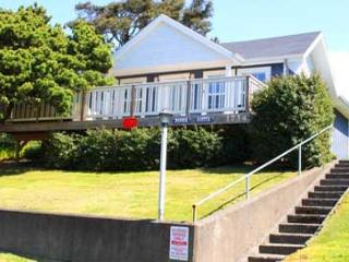 Two-in-one Family Home with Hot Tub and Wifi, Lincoln City
