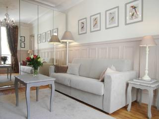 Elegant Louvre Vacation Rental, Paris
