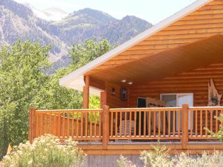 Deluxe vacation cabin near the Paiute ATV Trail, Marysvale