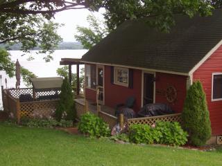 Lakefront Cottage Getaway
