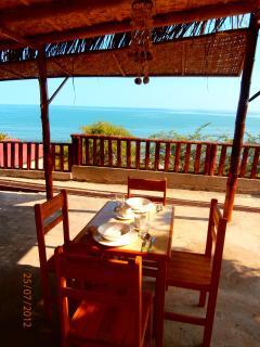 Outdoor comedor/eating area