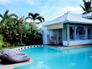 Modern 2BR Pool Villa, Eat. Str.,Central Seminyak