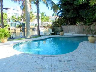 Victoria Terrace. Stunning Victoria Park Waterfront Pool 2 Bedrooms 2 Baths, Fort Lauderdale