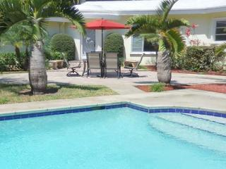 Stately Van Buren Hollywood Sanctuary 3/2 for 10 guests Heated Pool