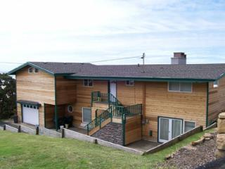 Roads End Beachfront with Hot Tub, Lincoln City