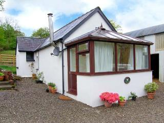 GWYNFRYN COTTAGE, woodburner, pet-friendly, open plan studio cottage near Pencad